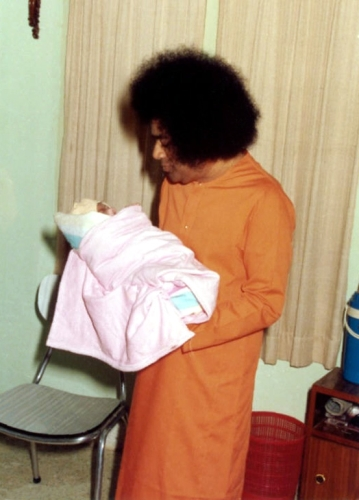 Sathya Sai Baba with baby