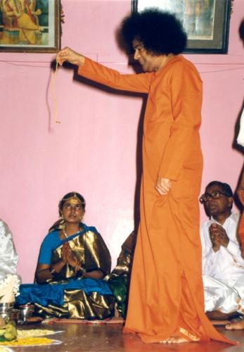Sathya Sai Baba materialise mangalasutra beads