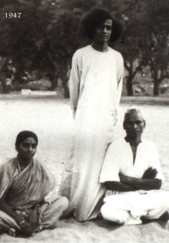 Sai Baba with his brother and wife